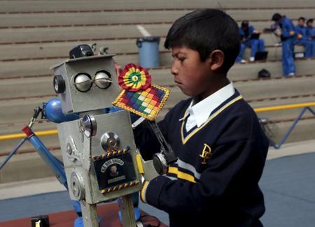 Bolivianos-logran-segundo-y-tercer-lugar-en-competencia-de-robotica-en-Beijing