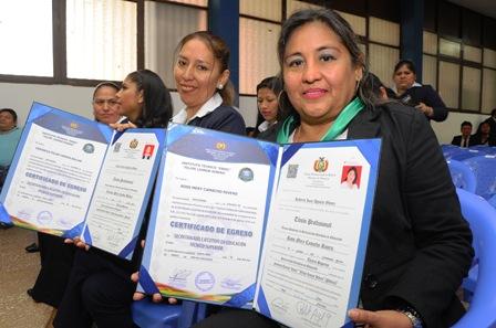 17-secretarias-reciben-titulo-nacional-