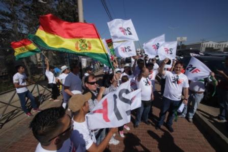 Pulseta-politica-con-protestas-y-celebraciones