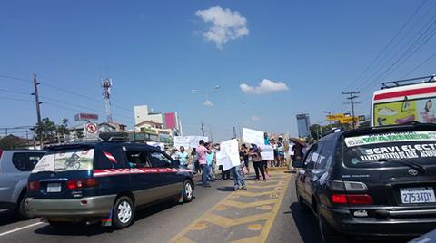 Vecinos-del-barrio-Ferbo-bloquean-en-el-5to-Anillo-