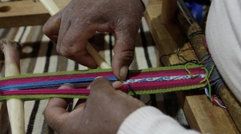El-aguayo-artesanal-libra-desigual-batalla-con-el-industrializado-en-los-mercados