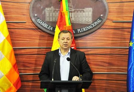 -Gringo--Gonzales-renuncia-al-cargo-de-senador