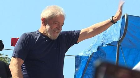 El-Partido-de-los-Trabajadores-inscribe-la-candidatura-presidencial-de-Lula-da-Silva,-condenado-y-preso-por-corrupcion