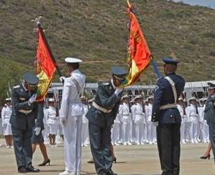 FFAA-rinden-homenaje-al-dia-de-la-bandera