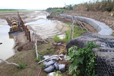 Morales-promulga-decreto-para-la-construccion-de-defensivos-en-rios-de-Santa-Cruz-