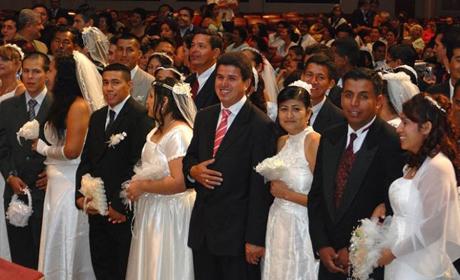Arquidiocesis-de-Sucre-celebra-matrimonio-colectivo-de-75-parejas