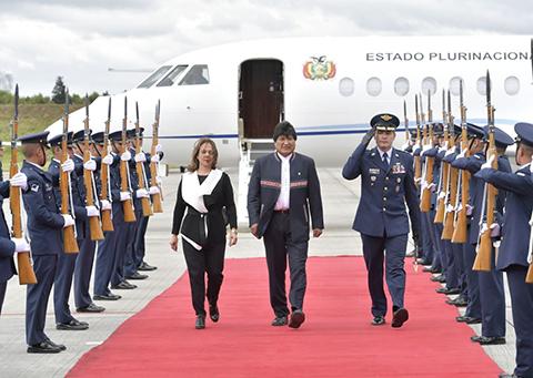 Evo-llega-a-Bogota-para-participar-de-la-posesion-de-Ivan-Duque