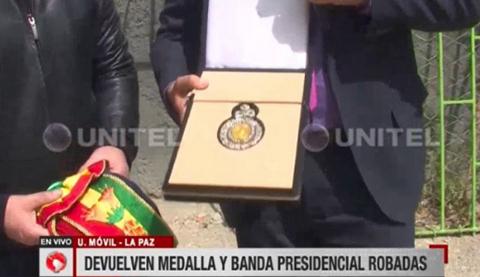 Recuperan-banda-y-medalla-presidencial-que-le-fue-robada-a-un-teniente
