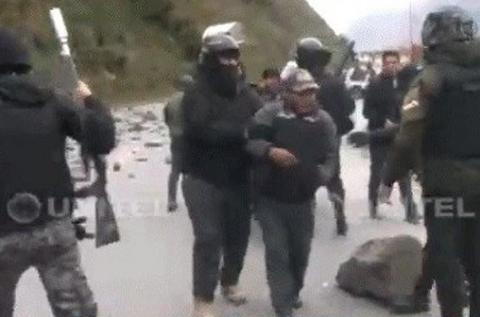 La-Policia-desbloquea-Unduavi,-hay-seis-cocaleros-detenidos