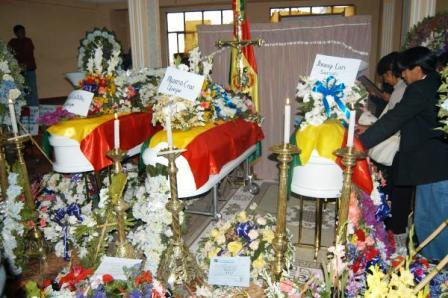 Rinden-homenaje-a-victimas-de-Porvenir