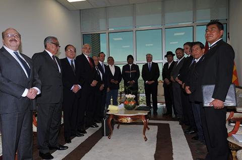 Morales-y-expresidentes-inician-reunion-para-perfilar-estrategia-post-fallo-de-La-Haya