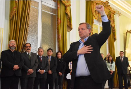 Gonzales-jura-como-embajador