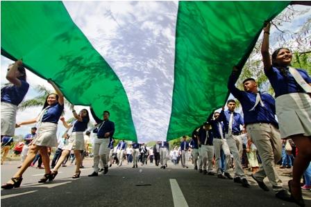 Estudiantes-muestran-civismo-en-desfile-escolar-