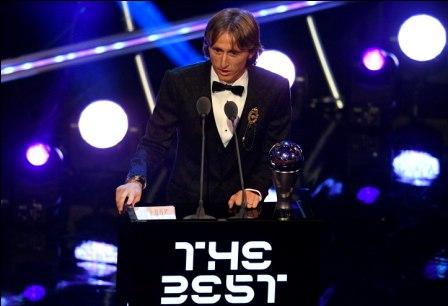 Luka-Modric-obtiene-el-Balon-de-Oro-2018