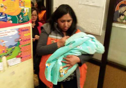 Madre-oferta-a-su-hijo-por-Facebook-y-despues-lo-entrega-a-una-mujer-en-Oruro