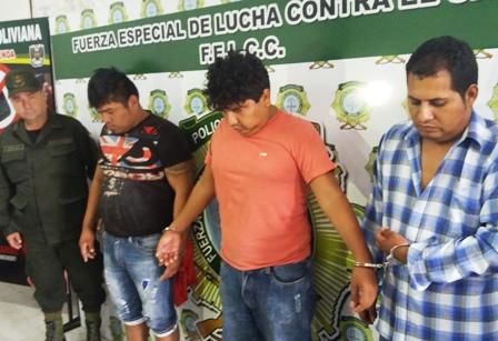 Detienen-a-tres-personas-acusadas-de-robo-agravado