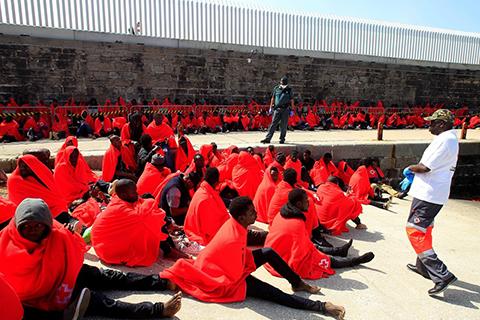 Rescatan-a-casi-600-inmigrantes-frente-a-costas-de-Espana