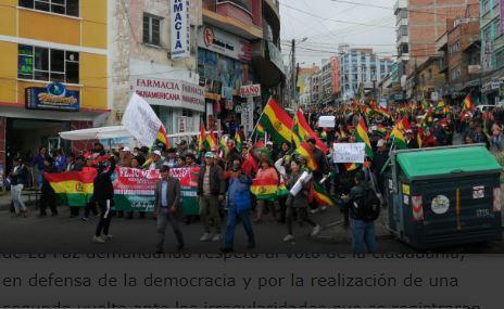 Multitudinaria-marcha-llega-de-El-Alto-a-La-Paz-por-la-segunda-vuelta