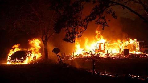 180.000-Evacuados-y-un-millon-sin-electricidad-por-incendios-en-California