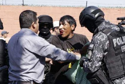 Enfrentamientos-en-Santa-Cruz,-Cochabamba-y-La-Paz-dejan-al-menos-40-heridos-