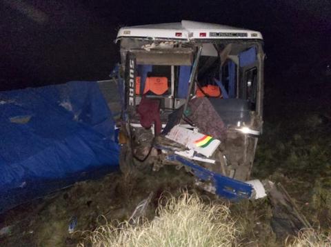 Dos-muertos-y-14-heridos-por-un-accidente-de-transito