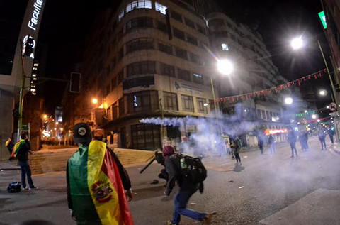 Protesta-deriva-en-enfrentamiento-con-la-Policia-en-el-centro-paceno-