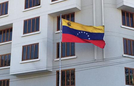 Atacan-la-Embajada-de-Venezuela-en-Bolivia-tras-la-renuncia-de-Evo-Morales