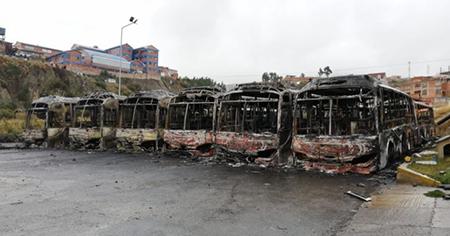 Ataque-vandalico-a-La-Paz-Bus-deja-33-buses-Pumakatari-calcinados