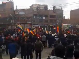 Un-grupo-de-campesinos-llega-al-centro-de-El-Alto-y-grita--ahora-si,-guerra-civil-