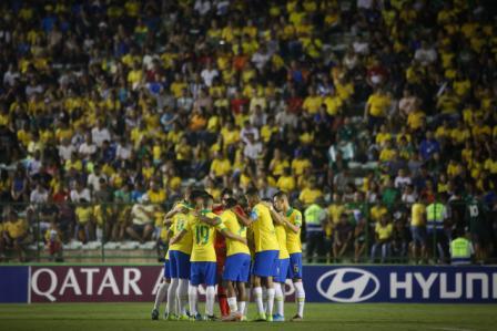 En-la-gloria,-Brasil-vence-a-Mexico-2-1