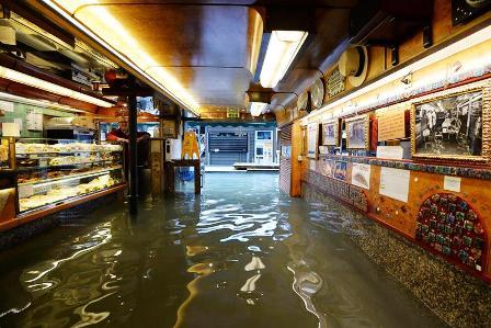 Venecia-amenazada-y-sumergida-bajo-el-agua