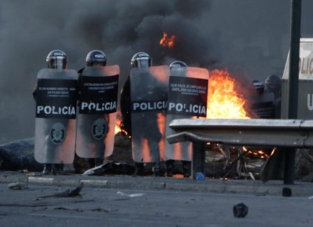 Turba-quema-estacion-policial-de-Punata-