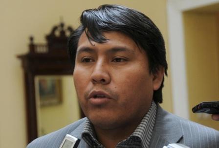 Exdiputado-del-MAS-cree-que-Camacho-y-Pumari-usan-como-trampolin-los-comites-civicos