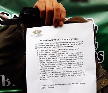 La-Policia-amotinada-tambien-pide-la-renuncia-de-Morales