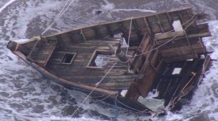 Aparece-nuevo--barco-fantasma--con-restos-humanos-en-costas-de-Japon