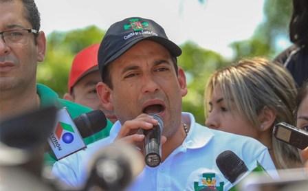 Camacho-y-Pumari-se-separan,-el-civico-cruceno-ratifica-postulacion-presidencial