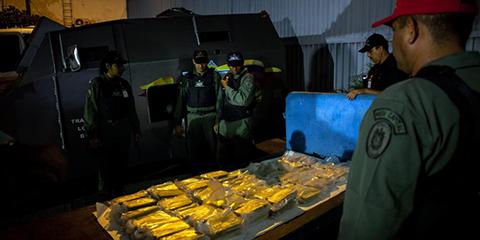 Como-Maduro-convierte-billetes-sin-valor-en-lingotes-de-oro-con-ayuda-de-Turquia