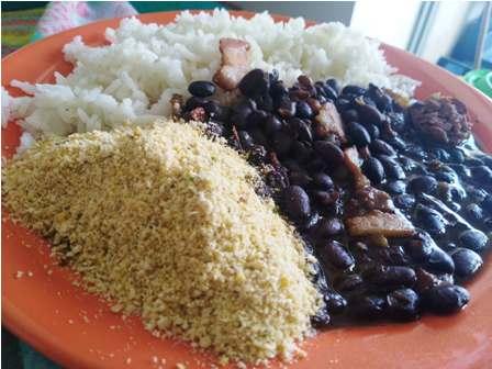 Feijoada-con-coco-y-arroz-