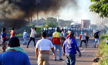 Violencia-en-Warnes-tras-protestas-y-desbloqueo
