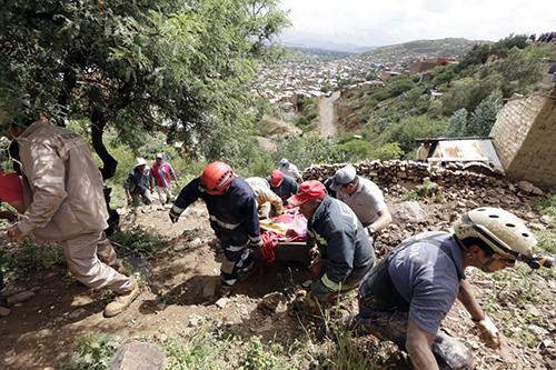 Una-mujer-muere-tras-deslizamiento-que-afecta-a-30-viviendas-
