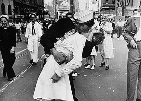 Muere-el-marino-de-la-famosa-foto-del-beso-tras-la-II-Guerra-Mundial