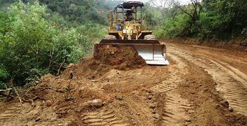 Intensas-lluvias-provocan-danos-en-las-plataformas-de-cuatro-carreteras