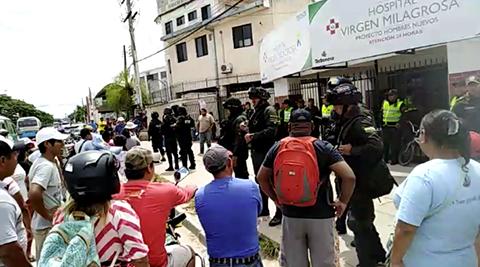Hombre-queda-en-terapia-intensiva-tras-enfrentamientos-entre-ambulantes-y-gendarmes