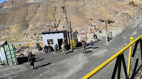 Policias-y-militares-vuelven-a-Huanuni-y-Navarro-asegura-resultados-contra-el-juqueo-en-4-meses
