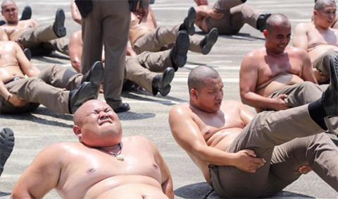 Tailandia-envia-a-sus-policias-con-sobrepeso-a-un-campamento-para-adelgazar