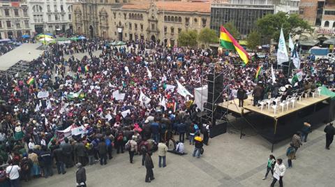 Productores-cocaleros-de-Yungas-ocupan-las-calles-de-La-Paz-en-masiva-marcha-de-protesta