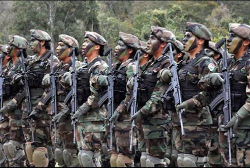 Gobierno-entrega-fusiles-de-alta-precision-a-las-Fuerzas-Armadas-en-Santa-Cruz