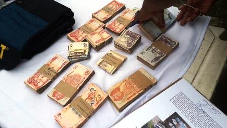 Diprove-recupera-dinero-olvidado-dentro-de-un-taxi