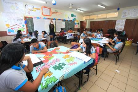 Analisis-del-sistema-educativo-boliviano,-expertos-cuestionan-formacion-docente
