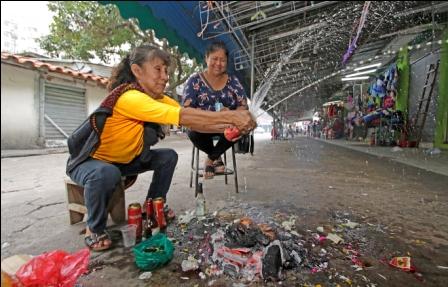 Martes-de-ch-alla,-familias-mantienen-su-tradicion-en-Santa-Cruz